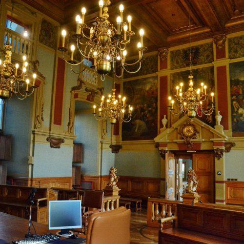 De grote rechtszaal - gezien vanaf de zitplaats van de rechters
