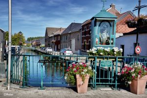 De kleine kapel van O.L.V. Sterre-der- zee op de Getebrug is nog een herinnering aan het eens zo rijke havenverleden van de stad. Het beeldje was een schenking van de schippers die Maria om bescherming baden tijden hun tochten naar Antwerpen