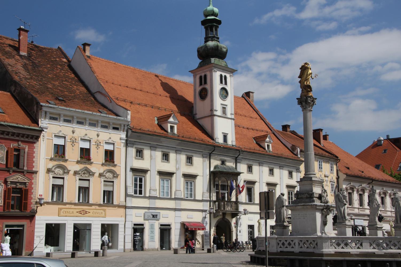 Maribor Grote Plein met Pestzuil