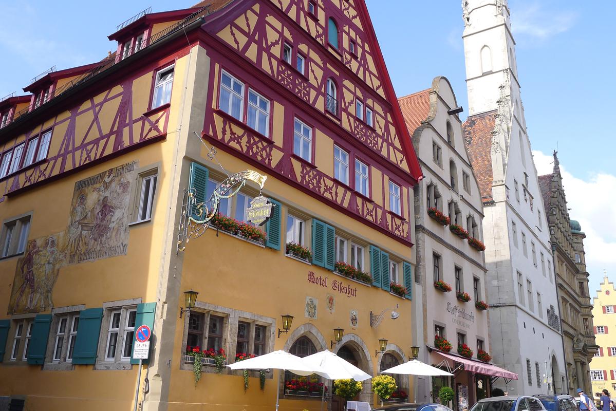 12 Rothenburg markt met stadhuistoren