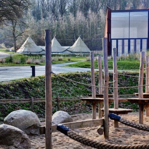 de site van het Prehistomuseum: Het Prehistomuseum is een museum over de prehistorie in Ramioul, een gehucht in Ivoz-Ramet, Flémalle, in de provincie Luik. Een beschermd bos maakt deel uit van het museum dat bij elkaar een oppervlakte heeft van rond dertig hectare. Het Prehistomuseum laat je 500 000 jaar terug gaan in de tijd. Door een investering van een kleine 10 miljoen euro biedt het een zeer verassend concept. Met de ganse familie beleef je hier volop de prehistorie.