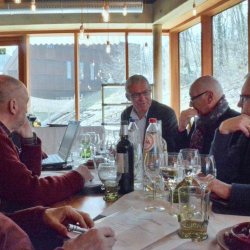 De raad van bestuur van de BFTP  vergadert tewijl we wachten op de lunch...