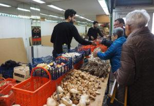 Dagelijkse markt in de Hallen
