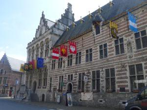Zoutleeuw met stadhuis, Lakenhalle en Vleeschhuis