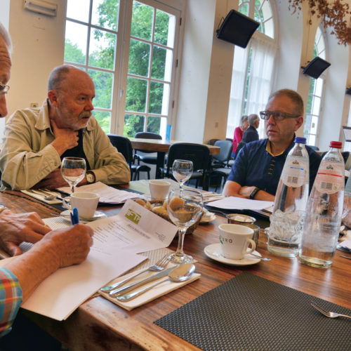 vergaderen terwijl we wachten op de lunch