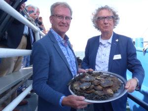 De eerste oesters zijn aan boord van het gastschip