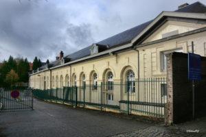 Kazerne Panquin---Hoefijzervormig stallen- en bediendecomplex met ten zuiden de ORANJERIE opgetrokken halverwege de 18de eeuw, later omgevormd tot Panquinkazerne.