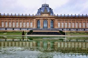 Koninklijk Museum voor Midden-Afrika- esplanade en spiegelvijver