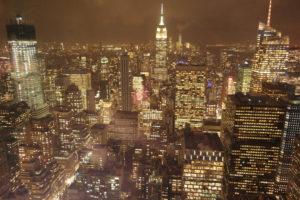 Onvergetelijk nachtelijk zicht op Manhattan vanaf de Rock Tower in het Rockefeller Center.