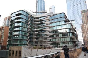 Adembenemende architectuur van Zada Haid langs de wandelweg van High Lane Park.