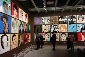 De beroemde portretten van pop art kunstenaar Andy Warhol in de Whitney.