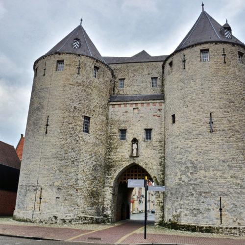 De Gevangenpoort (ook Lievevrouwepoort )- Westersingel--De poort dateert uit de 14e eeuw en is één van de overgebleven voorbeelden van stadspoorten zoals die in de middeleeuwen in Nederlandse steden te vinden waren.