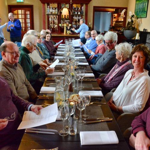 aan de lunch in het Markiezenhof- restaurant 'La Pucelle'