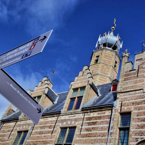 En nu op weg naar heet Stadhuis op de Grote Markt!  Dag Markiezenhof!