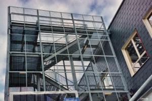 CC- De Ververij---een nieuwe academie voor artistieke vorming en een cultureel centrum in de oude gebouwen van een spinnerij, weverij en ververij:'Teintureries Belges'- later De Leie NV.