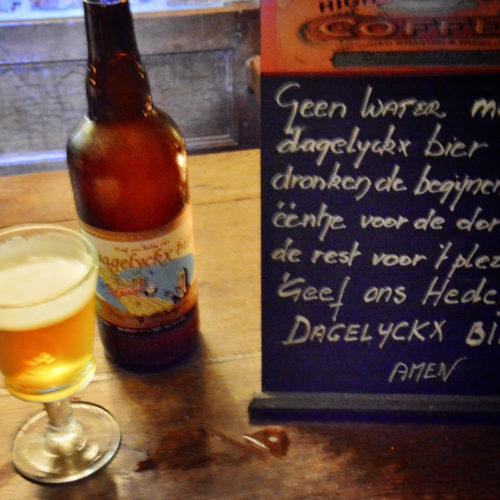 Dagelycks Bier---De middeleeuwer zat massaal aan het bier. Toen nog uit pure noodzaak: er was namelijk een gebrek aan drinkbaar water. De begijntjes brouwden voldoende liters in hun brouwerij op het begijnhof. Uit nostalgie naar die periode lanceerde Begijnhofmuseum Beghina het Dagelyckx Bier, een echt begijnenbiertje.