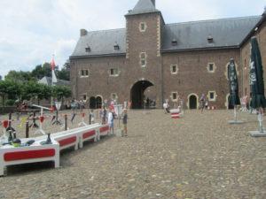 Middeleeuwse spelen op het binnenplein