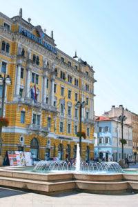 Adriatisch plein op Korzo met hoofdzetel rederij Jadrolinija