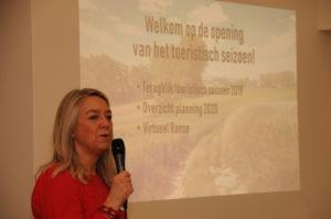 Brigitte Vanhoutte, Schepen van Toerisme, kondigt drie thema's aan: 'Virtueel Ronse bekijken' – De evaluatie van het voorbije jaar – De andere voorziene nieuwigheden voor 2020
