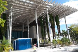 Moderne architectuur met veel groen van het Pérez Art Museum Miami