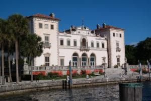 Exterieur van het Vizcaya Palace in Italiaanse stijl